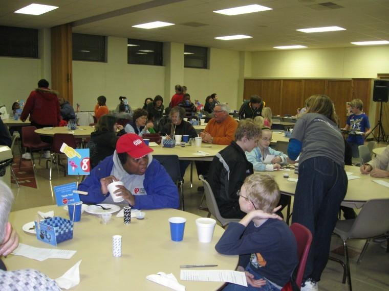 Danny+Cozzi+%7C+Northern+Star%0APeople+gather+at+Feed+em+Soup+Wednesday+night+at+First+Lutheran+Chuch+in+DeKalb.+Alexis+Weber+was+a+volunteer+for+Feed+em+Soup.+