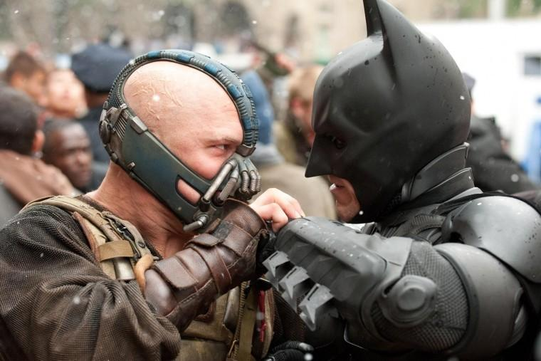 Bane+%28Tom+Hardy%29+and+Batman+%28Christian+Bale%29+fight+in+the+streets+of+Gotham+in+The+Dark+Knight+Rises.%0A