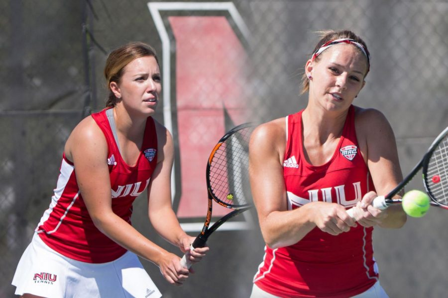 Womens tennis competes in Drake Invitational