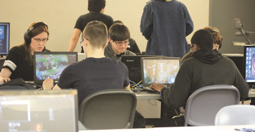 Huskie Spotlight: E-Sports Club Creates Community