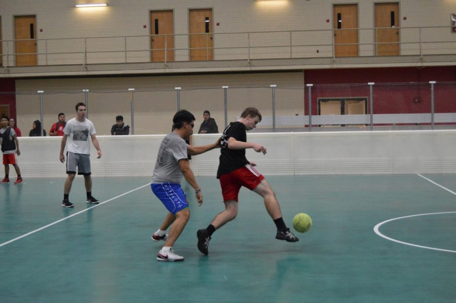 RecWell+reintroduces+kickball+to+intramurals