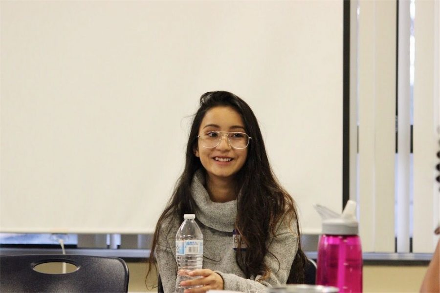 Guzette+Espinal%2C+first-year+commuter+student%2C+talked+about+healthy+relationships+and+time-management+during+%22Girl+Talk%22+Wednesday.