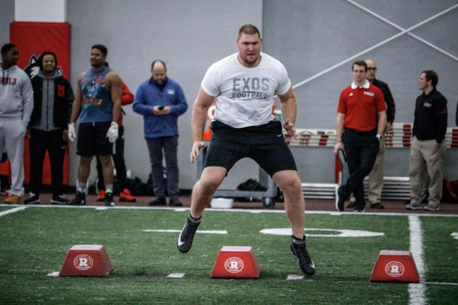 Offensive+lineman+Max+Sharping+competes+in+skill+drills+during+NIU+pro+day+March+6.