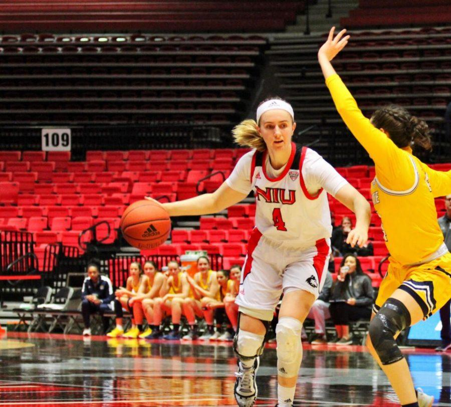 Redshirt+senior+forward+Courtney+Woods+dribbles+the+ball+past+a+defender.