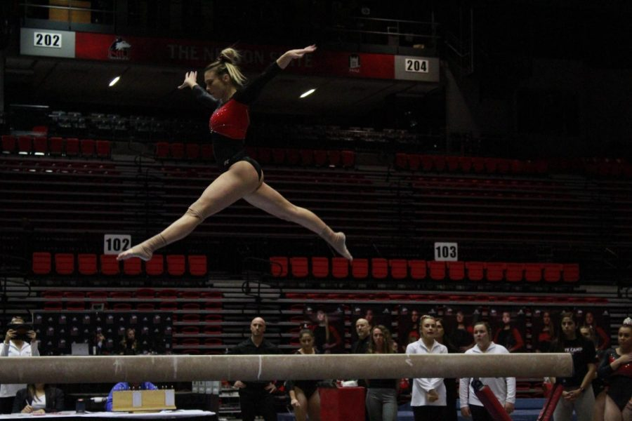 Junior+Mia+Lord+performs+a+beam+rountine+March+1+during+NIU%27s+meet+against+Southeast+Missouri+State+University+at+the+Convocation+Center.