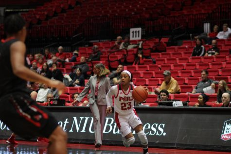 Courtney Woods and Myia Starks shine in their final game at the Convocation Center 2