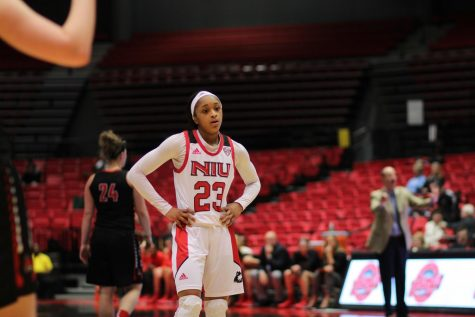 Women's basketball falls in first round of MAC Championships to EMU