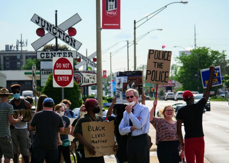 DeKalb+City+Manager+Bill+Nicklas+%28center%2C+right%29+speaks+June+3+with+Black+Lives+Matter+protesters+in+front+of+DeKalb%27s+police+headquarters.