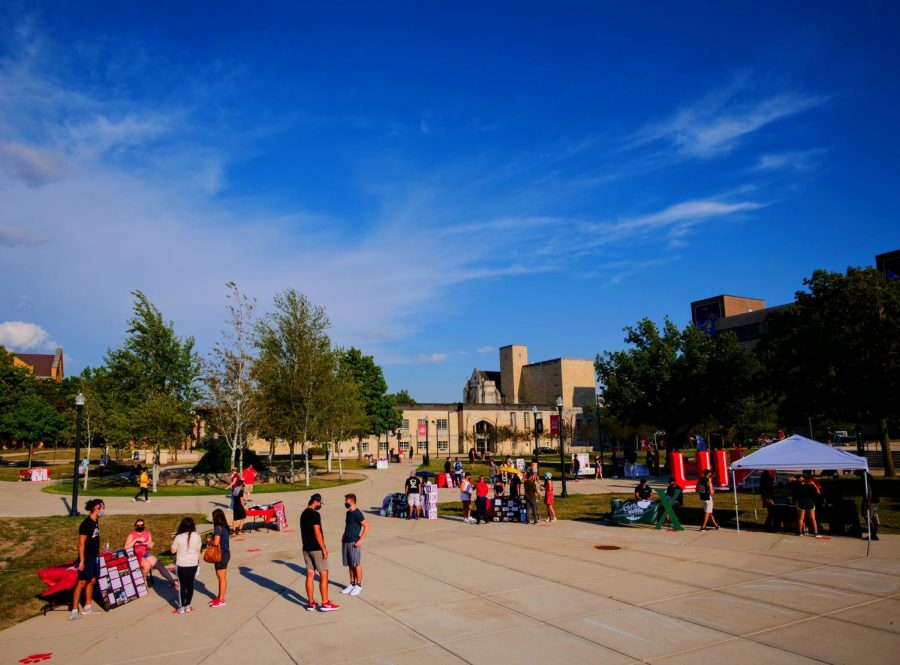 Students+interact+with+different+student+organizations+Sunday+during+the+2019+involvement+fair+in+MLK+Commons.