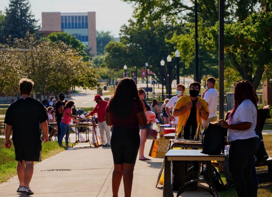 Student+organizations+wait+at+tables+to+get+students+involved+with+them+Sunday+at+NIU%27s+involvement+fair.