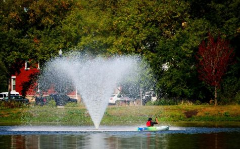 Student kayaks Monday past a fountain in the Lagoon.