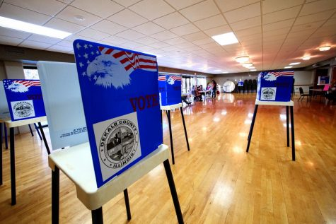 A steady stream of voter trickled into the Hopkins Park Terrace Room, 1403 Sycamore Road, Tuesday.