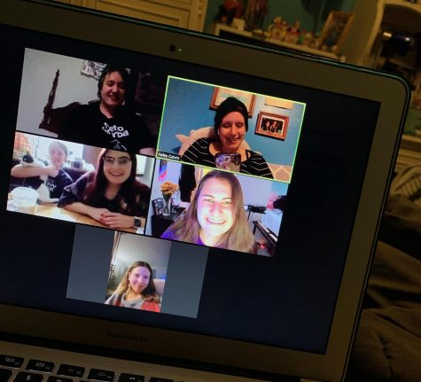 Managing Editor, Haley Galvin (Top Right), and friends gather for a virtual Friendsgiving