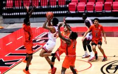 Men's basketball takes first MAC after buzzer-beater from Darius Beane