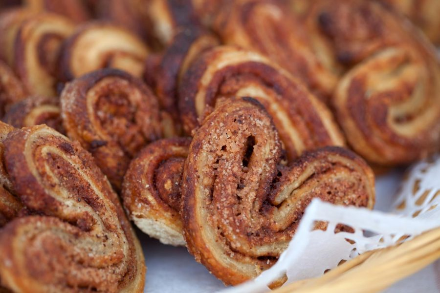 How+to+make+heart+shaped+cinnamon+rolls+for+Valentine%27s+Day