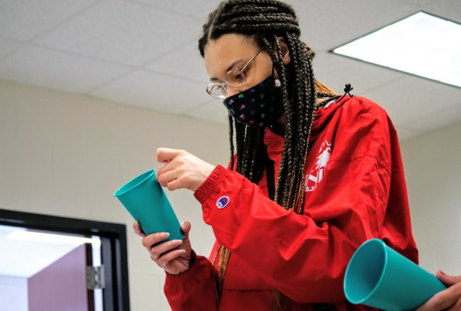 Sophomore spanish major Morgan Mallory decorates her own personal tea cup.