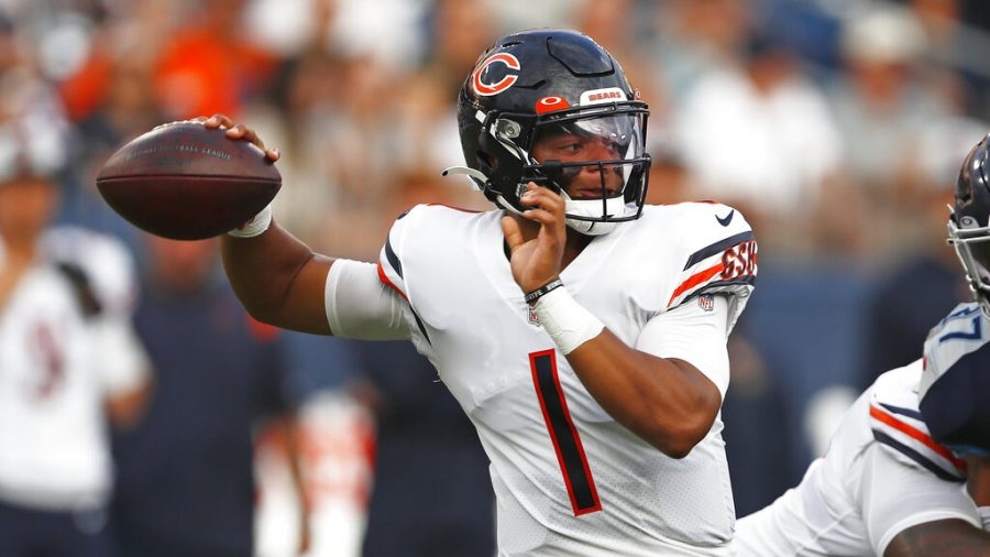 Chicago+Bears+quarterback+Justin+Fields+plays+against+the+Tennessee+Titans+in+the+first+half+of+a+preseason+NFL+football+game+Saturday%2C+Aug.+28%2C+2021%2C+in+Nashville%2C+Tenn.+%28AP+Photo%2FWade+Payne%29