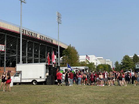 NIU Athletics adjust to address Huskie Stadium long lines