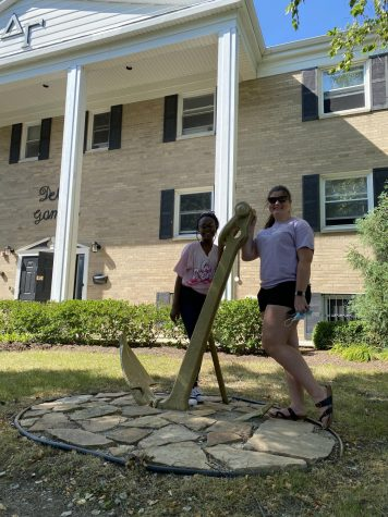 Keearin Jackson (left) and Erin Grace in front of the Delta Gamma house ready to start the fall semester.